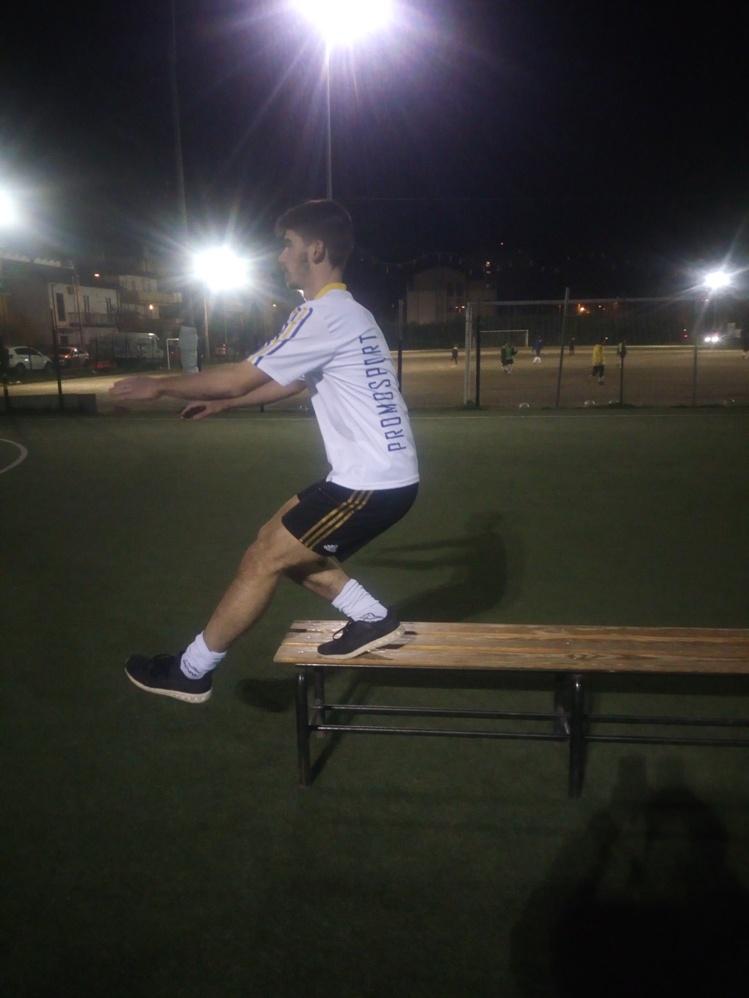 Mezzo squat in monopodalico